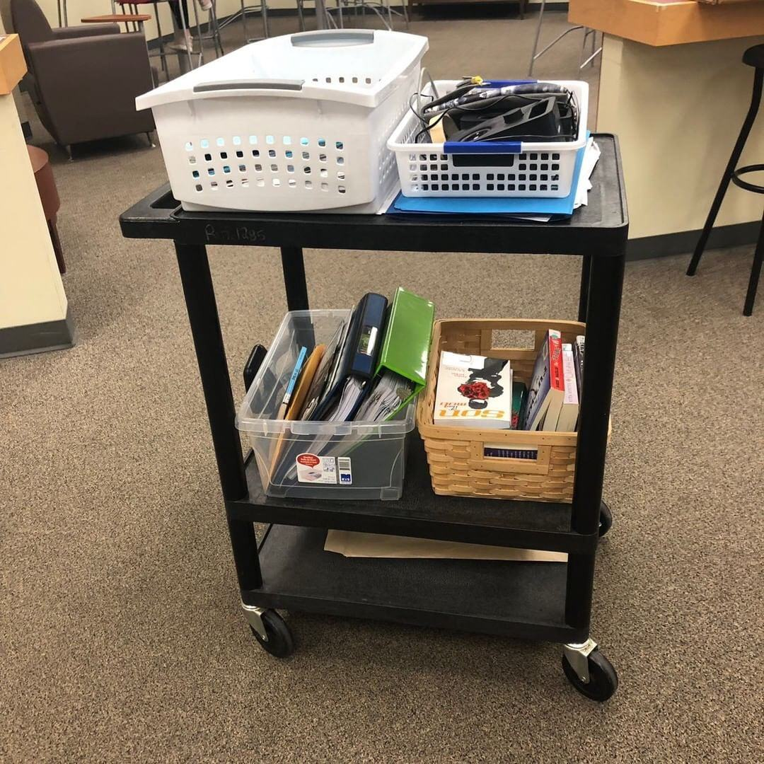Are you a traveling teacher? Here are some tips for getting organized when you don't have a space to call your own. #ClassroomSetup #TeacherOrganization